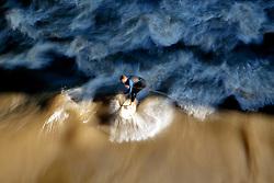 THEMENBILD - Surfer nutzen eine künstlich angelegte Welle in der Mur unter der Erzherzog Johann Brücke in Graz indem sie sich an einem an der Brücke befestigten Seil festhalten. Aufgenommen am 28. Juni 2016 // THEMES PICTURE - Surfers riding on the Mur river in Graz at the Erzherzog Johann Bridge on 28 June 2016. EXPA Pictures © 2016, PhotoCredit: EXPA/ Erwin Scheriau