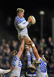 Jackson Wray (Saracens) wins lineout ball - Photo mandatory by-line: Patrick Khachfe/JMP - Tel: Mobile: 07966 386802 28/02/2014 - SPORT - RUGBY UNION - The Recreation Ground, Bath - Bath v Saracens - Aviva Premiership.