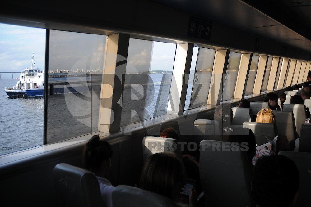RIO DE JANEIO, RJ, 02 DE ABRIL DE 2013 - Protesto contra aumento do valor do bilhete para as barcas na Praça XV, nesta terça-feira (02), no Rio de Janeiro (RJ). O bilhete para embarque nas barcas, no valor de R$ 4,50, passou a custar R$ 4,80. Segundo a Agestransp, o índice do reajuste da CCR barcas foi definido pelo Governo Estadual no início de fevereiro de acordo com o IPCA acumulado nos últimos doze meses. FOTO: SANDROVOX - BRAZIL PHOTO PRESS.
