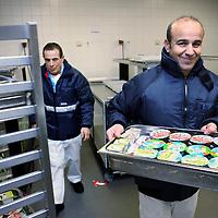 Nederland, Hoofddorp , 15 januari 2015.<br /> Lunch en diner voorbereiden in de keuken van het Spaarneziekenhuis voor patienten in het Spaarne + in het Kennemer Gasthuis.<br /> Foto:Jean-Pierre Jans