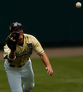 06/16/2006 Georgia Tech's Jeff Kindel dives for a ball. Game one of the College World Series in Omaha, Ne..(photo by chris machian/Prarie PIxel Group)