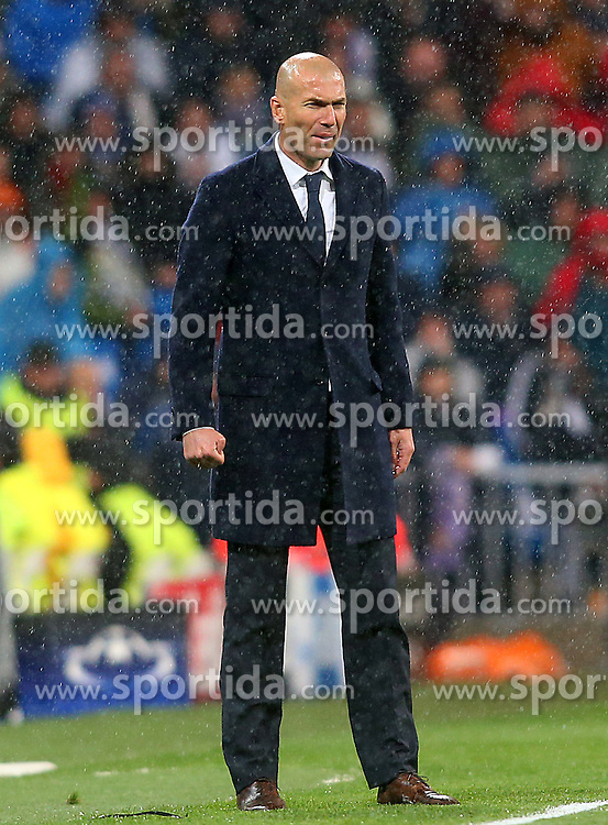 12.04.2016, Estadio Santiago Bernabeu, Madrid, ESP, UEFA CL, Real Madrid vs VfL Wolfsburg, Viertelfinale, Rueckspiel, im Bild Real Madrid's coach Zinedine Zidane // during the UEFA Champions League Quaterfinal, 2nd Leg match between Real Madrid and VfL Wolfsburg at the Estadio Santiago Bernabeu in Madrid, Spain on 2016/04/12. EXPA Pictures &copy; 2016, PhotoCredit: EXPA/ Alterphotos/ Acero<br /> <br /> *****ATTENTION - OUT of ESP, SUI*****