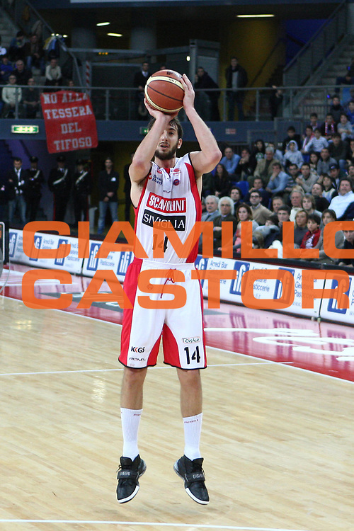 DESCRIZIONE : Pesaro Lega A 2010-11 Scavolini Siviglia Pesaro Cimberio Varese<br /> GIOCATORE : Simone Flamini<br /> SQUADRA : Scavolini Siviglia Pesaro <br /> EVENTO : Campionato Lega A 2010-2011<br /> GARA : Scavolini Siviglia Pesaro Cimberio Varese<br /> DATA : 23/01/2011<br /> CATEGORIA : tiro<br /> SPORT : Pallacanestro<br /> AUTORE : Agenzia Ciamillo-Castoria/C.De Massis<br /> Galleria : Lega Basket A 2010-2011<br /> Fotonotizia : Pesaro Lega A 2010-11 Scavolini Siviglia Pesaro Cimberio Varese<br /> Predefinita :