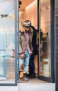 USHER lors de son passage en Belgique &agrave; profiter pour faire une apr&egrave;s-midi shopping avant son concert. Anvers, Belgique, le 03 mars 2015.<br /> <br /> USHER during his time in Belgium to enjoy an afternoon shopping before his concert. Antwerp, Belgium, March 3, 2015