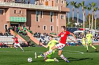 MARBELLA - 07-01-2017, Trainingskamp, AZ - FC Augsburg, FC Augsburg speler Martin Hinteregger, AZ speler Robert Muhren, 1-1.