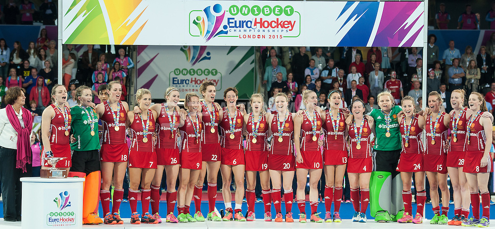 The England team sing the national anthem. England v The Netherlands - Final Unibet EuroHockey Championships, Lee Valley Hockey & Tennis Centre, London, UK on 30 August 2015. Photo: Simon Parker