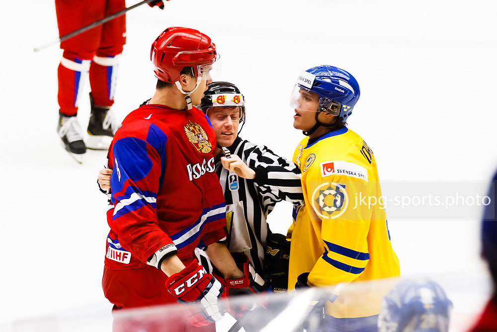 140104 Ishockey, JVM, Semifinal,  Sverige - Ryssland<br /> Icehockey, Junior World Cup, SF, Sweden - Russia.<br /> Nikita Tryamkin, (RUS), Andreas Johnson, (SWE) trash talking each other.<br /> Trashtalkar med varandra.<br /> Endast f&ouml;r redaktionellt bruk.<br /> Editorial use only.<br /> &copy; Daniel Malmberg/Jkpg sports photo