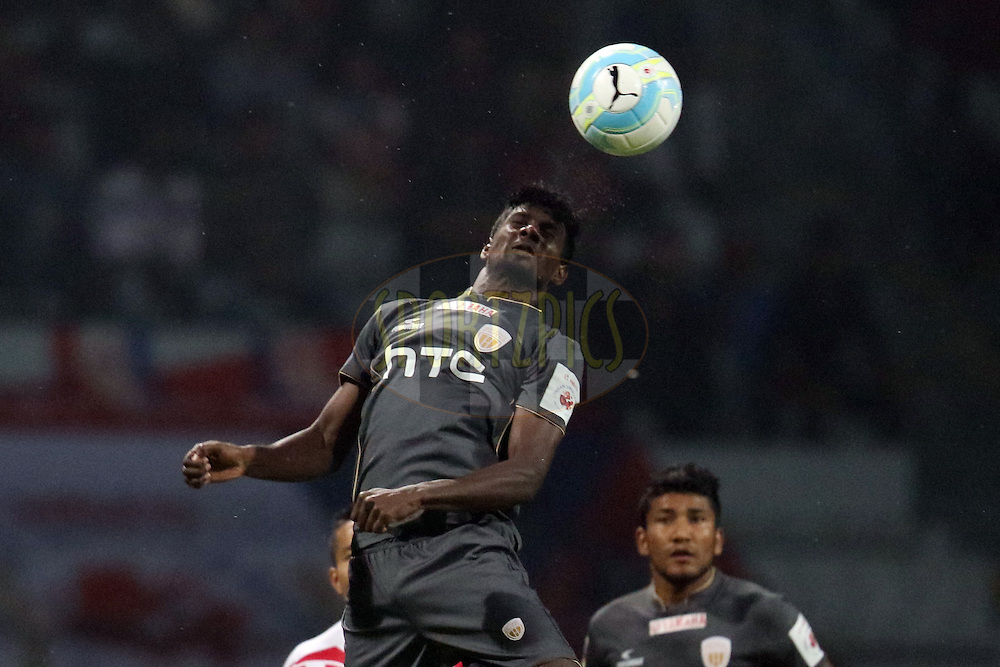 Rowllin Borges of NorthEast United FC heads the ball during match 41 of the Indian Super League (ISL) season 3 between Atletico de Kolkata and NorthEast United FC held at the Rabindra Sarobar Stadium in Kolkata, India on the 17th November 2016.<br /> <br /> Photo by Rahul Goyal / ISL / SPORTZPICS