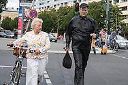 Germany. Berlin. street life  / scenes de rue  Berlin - Allemagne / BERLIN001