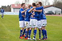 1. divisjon fotball 2014: Hødd - Tromsdalen. Hødds Fredrik Aursnes (midten) gratuleres etter 1-0 scoringen i 1. divisjonskampen mellom Hødd og Tromsdalen på Høddvoll.