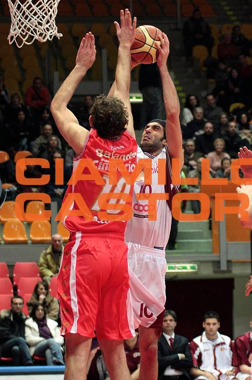 DESCRIZIONE : Livorno Lega A2 2008-09 Livorno Basket Cimberio Varese<br /> GIOCATORE : Rossetti Marco<br /> SQUADRA : Livorno Basket<br /> EVENTO : Campionato Lega A2 2008-2009<br /> GARA : Livorno Basket Cimberio Varese<br /> DATA : 24/01/2009<br /> CATEGORIA : Tiro<br /> SPORT : Pallacanestro<br /> AUTORE : Agenzia Ciamillo-Castoria/Stefano D'Errico<br /> Galleria : Lega Basket A2 2008-2009 <br /> Fotonotizia : Livorno Lega A2 2008-2008 Livorno Basket Cimberio Varese<br /> Predefinita :