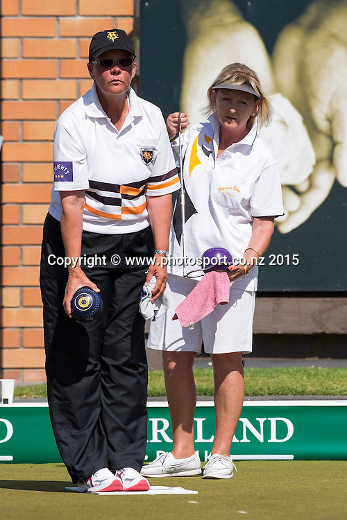 Victoria`s Leigh Griffin bowls watched by Brown Bay`s Elaine McClintock in the women`s single final at the National Open Bowls Championship 2014, Browns Bay Auckland, New Zealand, Sunday, January 04, 2015. Photo: David Rowland/www.photosport.co.nz