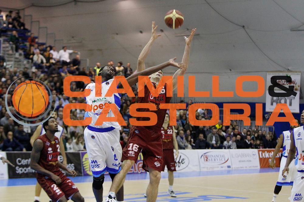 DESCRIZIONE : Capo dOrlando Lega A 2014-15 Orlandina Basket Umana Reyer Venezia<br /> GIOCATORE : DARIO HUNT BENJAMIN ORTNER<br /> CATEGORIA : RIMBALZO<br /> SQUADRA : Orlandina Basket<br /> EVENTO : Campionato Lega A 2014-2015 <br /> GARA : Orlandina Basket Umana Reyer Venezia<br /> DATA : 11/01/2015<br /> SPORT : Pallacanestro <br /> AUTORE : Agenzia Ciamillo-Castoria/G.Pappalardo<br /> Galleria : Lega Basket A 2014-2015<br /> Fotonotizia : Capo dOrlando Lega A 2014-15 Orlandina Basket Umana Reyer Venezia
