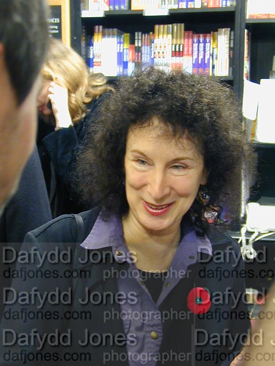 Margaret Atwood. Booker prize photocall. Hatchard's. London. 7 November 2000. © Copyright Photograph by Dafydd Jones 66 Stockwell Park Rd. London SW9 0DA Tel 020 7733 0108 www.dafjones.com
