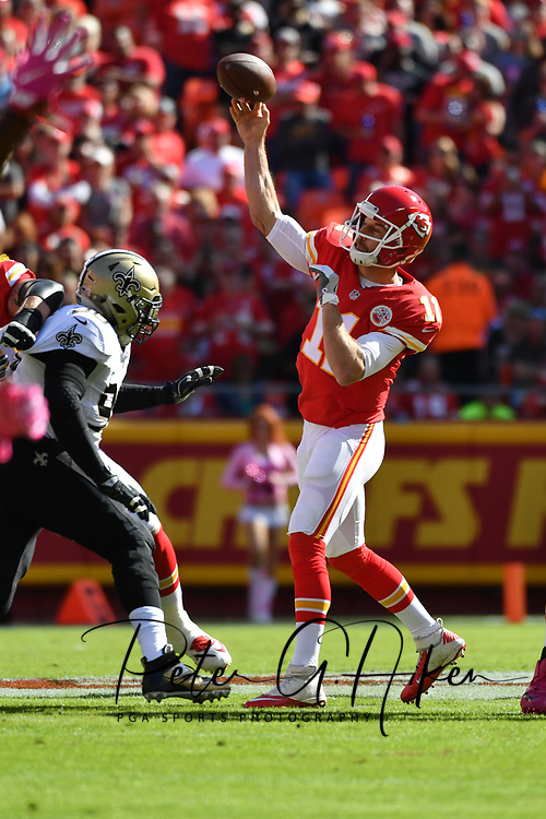 KANSAS CITY, MO - OCTOBER 23: Quarterback Alex Smith #11 of the Kansas City Chiefs throws a pass against the New Orleans Saints at Arrowhead Stadium during the first quarter of the game on October 23, 2016 in Kansas City, Missouri. (Photo by Peter Aiken/Getty Images)