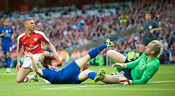 LONDON, ENGLAND - Tuesday, May 5, 2009: Arsenal's goalkeeper Manuel Almunia is beaten by Manchester United's Ji-Sung Park for the opening goal during the UEFA Champions League Semi-Final 2nd Leg match at the Emirates Stadium. (Photo by David Rawcliffe/Propaganda)
