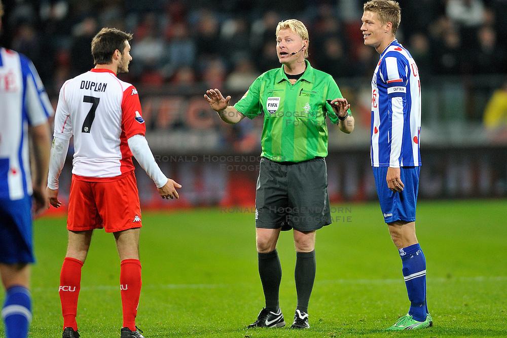 22-10-2011 VOETBAL: FC UTRECHT - HEERENVEEN: UTRECHT<br />Utrecht verliest met 4-1 van Heerenveen / Scheidsrechter Kevin Blom<br />&copy;2011-FotoHoogendoorn.nl