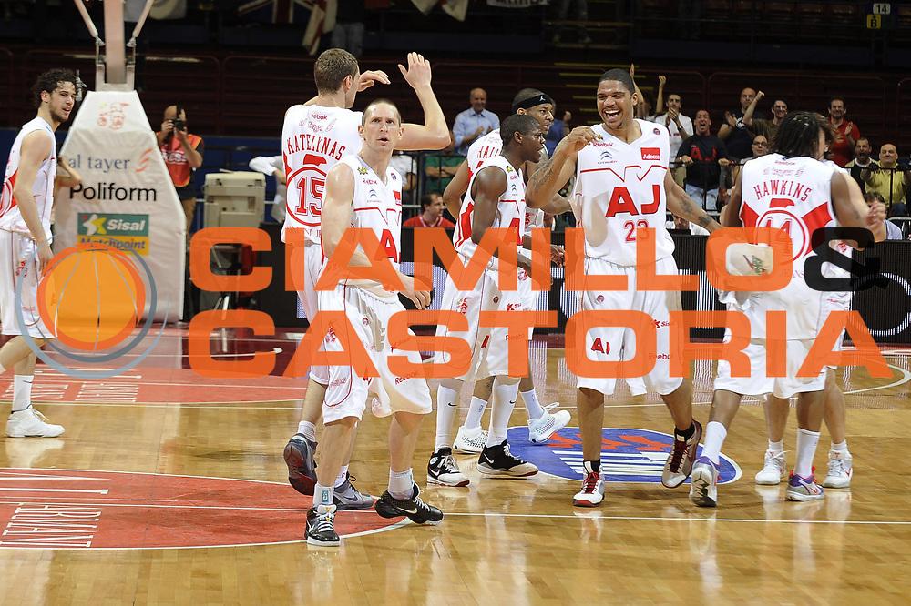DESCRIZIONE : Milano Lega A 2008-09 Playoff Semifinale Gara 1 Armani Jeans Milano Angelico Biella<br /> GIOCATORE : team squadra<br /> SQUADRA : Armani Jeans Milano<br /> EVENTO : Campionato Lega A 2008-2009<br /> GARA : Armani Jeans Milano Angelico Biella<br /> DATA : 29/05/2009<br /> CATEGORIA : esultanza<br /> SPORT : Pallacanestro <br /> AUTORE : Agenzia Ciamillo-Castoria/G.Ciamillo