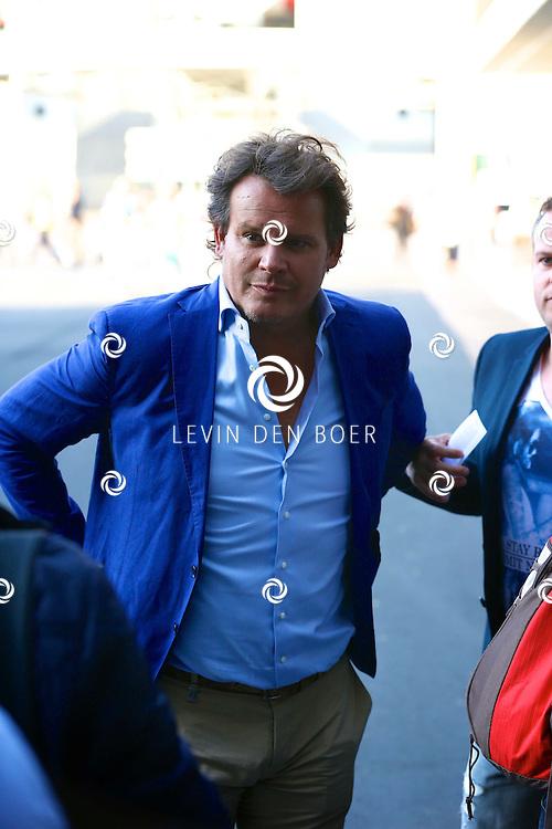 AMSTERDAM - Niet eerder trad de 71-jarige theaterdiva Barbra Streisand op in Nederland. Ze doet Nederland aan in het kader van haar tournee Barbra Streisand Live. Velen bekende Nederlanders kwamen natuurlijk hier een kijkje nemen. Met op deze foto  Leco van Zadelhoff. FOTO LEVIN DEN BOER - PERSFOTO.NU