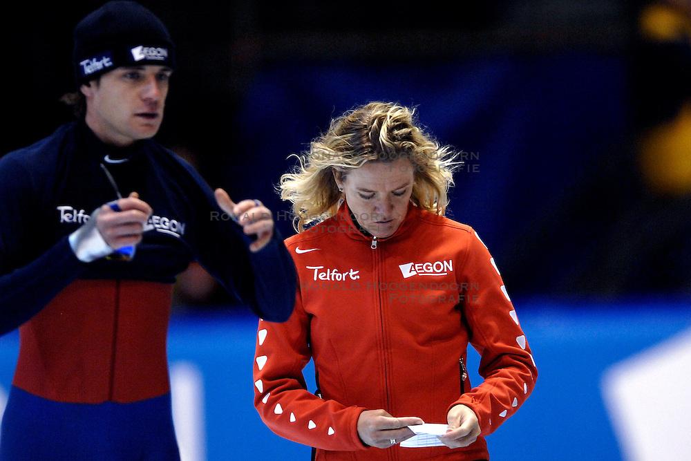 28-01-2007 SCHAATSEN: ESSENT WORLDCUP SPRINT: HEERENVEEN<br />Jan Bos en Ingrid Paul - Telfort<br />&copy;2007-WWW.FOTOHOOGENDOORN.NL