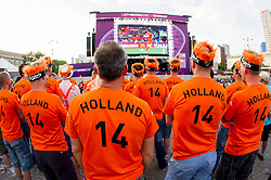 09-06-2012 VOETBAL: UEFA EURO 2012 DAY 2: POLEN OEKRAINE<br /> Supporters of Netherlands at Fan zone in the City centre during the UEFA EURO 2012 match between Netherlands and Denmark<br /> ***NETHERLANDS ONLY***<br /> ©2012-FotoHoogendoorn.nl