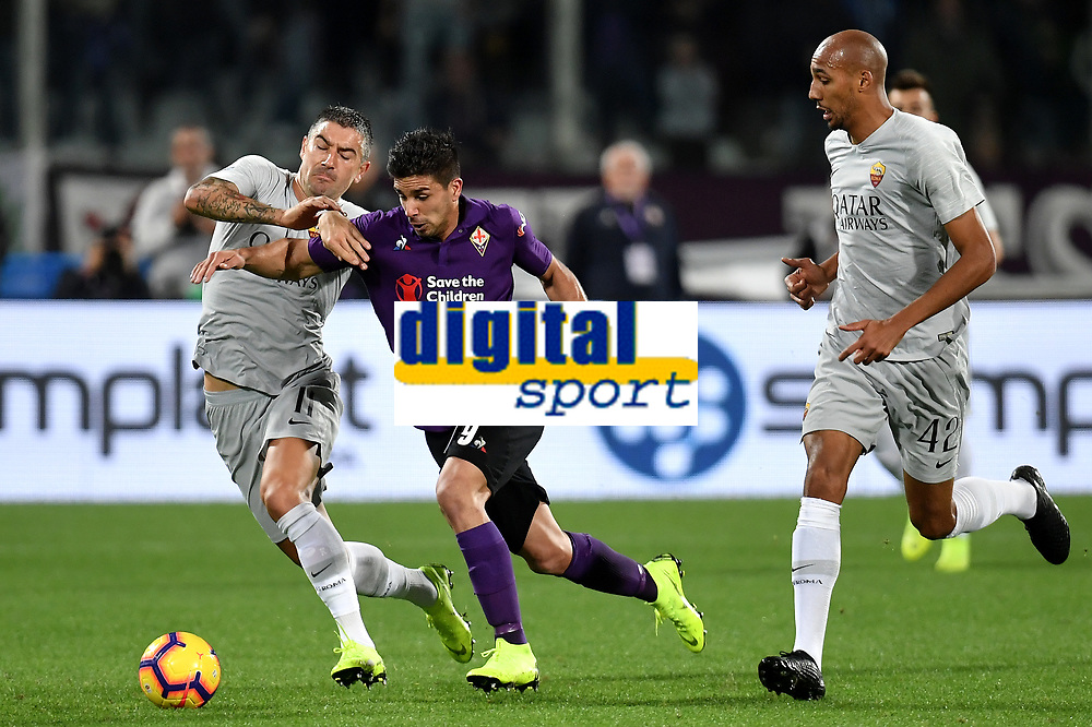 Aleksandar Kolarov of AS Roma and Giovanni Simeone of Fiorentina compete for the ball during the Serie A 2018/2019 football match between ACF Fiorentina and AS Roma at stadio Artemio Franchi, Firenze, November 03, 2018 <br />  Foto Andrea Staccioli / Insidefoto