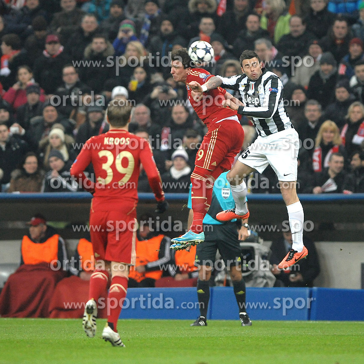 02.04.2013, Allianz Arena, Muenchen, GER, UEFA Champions League, FC Bayern Muenchen vs Juventus Turin, Viertelfinale, Hinspiel, im Bild Mario MANDZUKIC (FC Bayern Muenchen) im Kopfballduell mit Andrea BARZAGLI (Juventus Turin) // during the UEFA Champions League best of eight 1st leg match between FC Bayern Munich and Juventus Turin at the Allianz Arena, Munich, Germany on 2013/04/02. EXPA Pictures © 2013, PhotoCredit: EXPA/ Eibner/ Wolfgang Stuetzle..***** ATTENTION - OUT OF GER *****