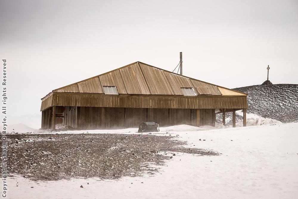 Discovery Hut was built by Scott's Discovery Expedition of 1901-1904 on Hut Point at the location which is now within sight of McMurdo Station.