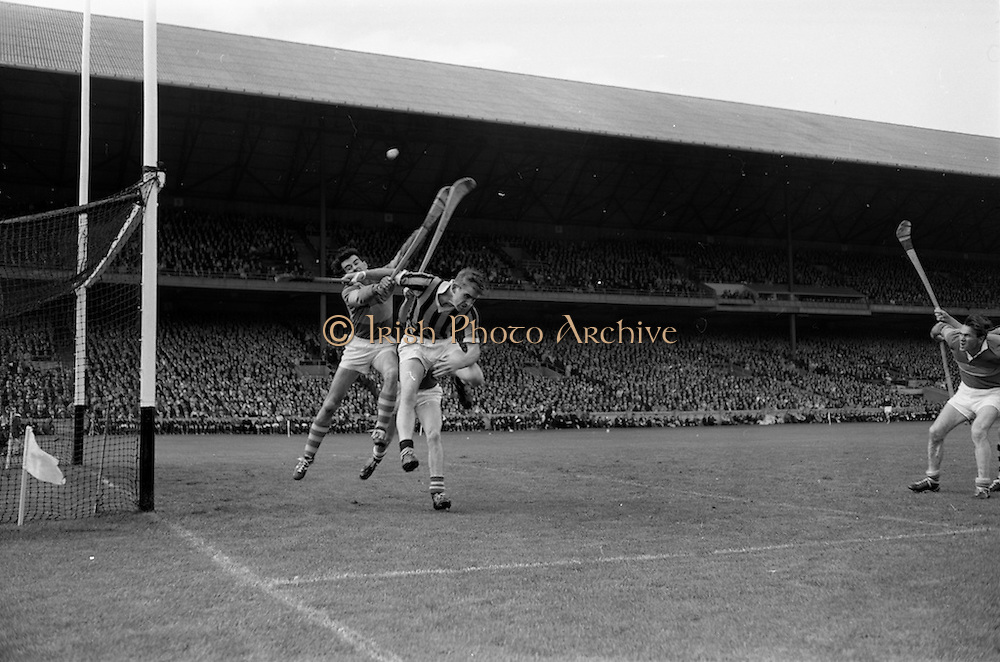 03/09/1967<br /> 09/03/1967<br /> 3 September 1967<br /> All-Ireland Senior Hurling Final: Kilkenny v Tipperary at Croke Park, Dublin.<br /> Tipperary defender, R. Henderson (center) jumps to save the ball.