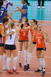28-09-2017 AZE: CEV European Championship Italie - Nederland, Baku<br /> Nederland wint met 3-0 van Italie en staat in de halve finale / Maret Balkestein-Grothues #6 of Netherlands, Lonneke Sloetjes #10 of Netherlands