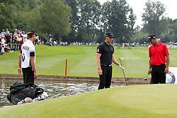 27.06.2015, Golfclub München Eichenried, Muenchen, GER, BMW International Golf Open, Tag 3, im Bild Marcel Schneider (GER) am Gruen von Loch 18 muss droppen // during the day three of BMW International Golf Open at the Golfclub München Eichenried in Muenchen, Germany on 2015/06/27. EXPA Pictures © 2015, PhotoCredit: EXPA/ Eibner-Pressefoto/ Kolbert<br /> <br /> *****ATTENTION - OUT of GER*****