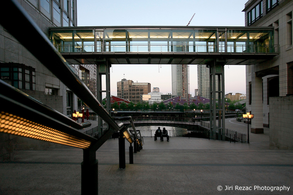 UNITED KINGDOM LONDON 24MAY09 - Pedestrian bridge over the South Colonnade in the Canary Wharf area of the London Docklands during the early morning hours...jre/Photo by Jiri Rezac..© Jiri Rezac 2009