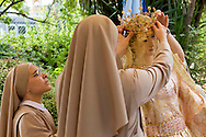 Roma 26 Luglio 2015<br /> I Solenni Festeggiamenti e la processione in onore della Madonna Fiumarola sul Tevere della Venerabile Arciconfraternita del SS.mo Sacramento e di Maria Ss. del Carmine in Trastevere a Roma fondata nell' anno 1539. Le suore preparano la Madonna per la processione  sul Tevere.<br /> Roma, Italy. 26th July 2015 -- The procession the Madonna fiumarola 'river Mary, ' down Rome's Tiber river. -- A boat carries in procession the Madonna fiumarola 'river Mary,' down Rome's Tiber river to the church of Santa Maria in Trastevere by the holders of the Venerable Arciconfraternitadi Virgin Mary of Mount Carmel in Trastevere. Nuns prepare the Madonna for the procession on the Tiber.