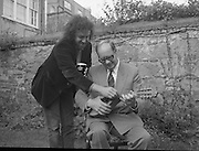 Murphy's Cork Folk Festival..1986..19.08.1986..08.19.1986..19th August 1986..A veritable five day feast of folk music will take place in Cork from Sept.,11th to 15th,when lindisfarne, Fairport Convention and Billy bragg head the bill in the Murphy sponsored Cork Folk Festival..In all there will be 77 acts taking part, these include Mary Black,Declan Sinnott,Andy Irvine,Paddy Keenan,Muzsikas (a Hungarian Folk group), The Stargazers,Hotfoot and the Tulla Ceili Band...Pictured giving a mandolin lesson to Mr Vince Giltenan, Public Relations Manager, Murphy's Brewery,Ireland Ltd., is Mr Andy Irvine one of the headline acts at the Cork Folk Festival...