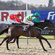 Sofi's Spirit and L P Keniry winning the 12.40 race