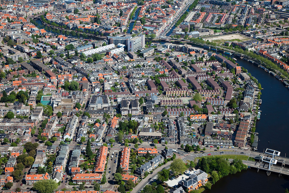 Nederland, Noord-Holland, Haarlem, 12-05-2009; Overzicht van het zuidoostelijk deel van de binnenstad met rechts het Spaarne.Swart collectie, luchtfoto (toeslag); Swart Collection, aerial photo (additional fee required).foto Siebe Swart / photo Siebe Swart