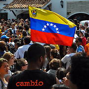 STUDENT PROGRESS - CLOSE RCTV / MARCHA DE ESTUDIANTES - CIERRE RCTV<br /> Photography by Aaron Sosa<br /> Caracas - Venezuela 2010<br /> (Copyright © Aaron Sosa)