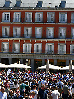 Football - 2019 UEFA Champions League Final - Liverpool vs. Tottenham Hotspur<br /> <br />  Fans enjoy the heat in the centre of Madrid before the game at Wanda Metropolitano, Madrid.<br /> <br /> COLORSPORT/WINSTON BYNORTH