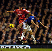 Fotball<br /> England 2004/2005<br /> Foto: SBI/Digitalsport<br /> NORWAY ONLY<br /> 22.01.2005<br /> <br /> Everton v Charlton<br /> Barclays Premiership<br /> <br /> Everton's James Beattie (R) comes off second best against Charlton's Jonathan Fortune