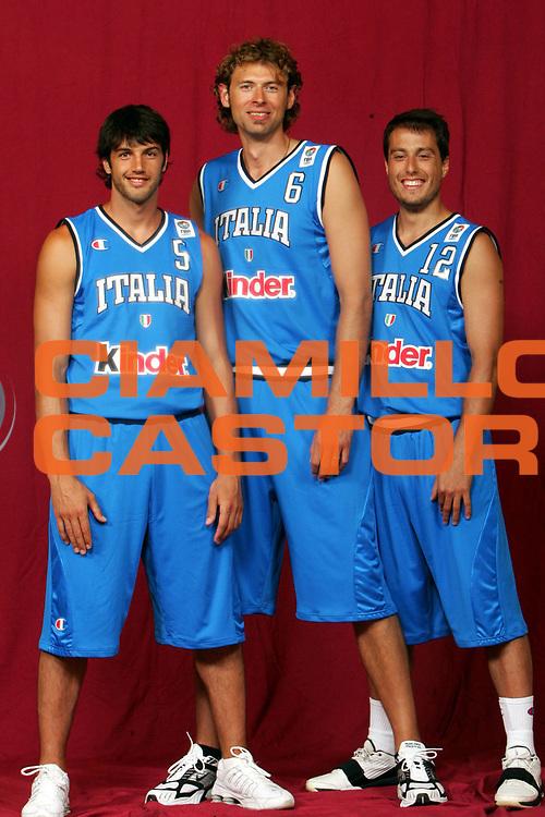 DESCRIZIONE : MILANO NAZIONALE ITALIANA MEDIA DAY <br /> GIOCATORE : BASILE-GALANDA-BULLERI <br /> SQUADRA : ITALIA <br /> EVENTO : NAZIONALE ITALIANA MEDIA DAY <br /> GARA : NAZIONALE ITALIANA MEDIA DAY <br /> DATA : 26/07/2005 <br /> CATEGORIA : <br /> SPORT : Pallacanestro <br /> AUTORE : Agenzia Ciamillo-Castoria