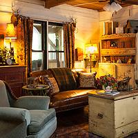 Rustic Cabin: Living room seating