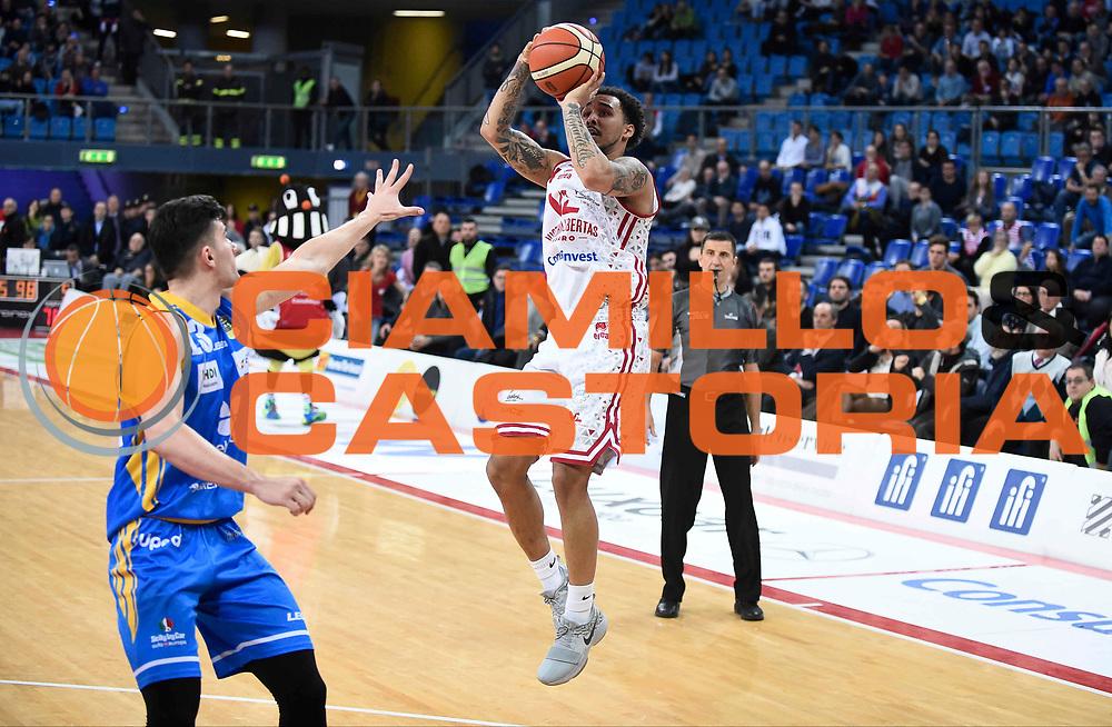 Moore Dallas<br /> Victoria Libertas Pesaro - Betaland Capo d'Orlando<br /> Lega Basket Serie A 2017/2018<br /> Reggio Emilia, 11/03/2018<br /> Foto A.Giberti / Ciamillo - Castoria
