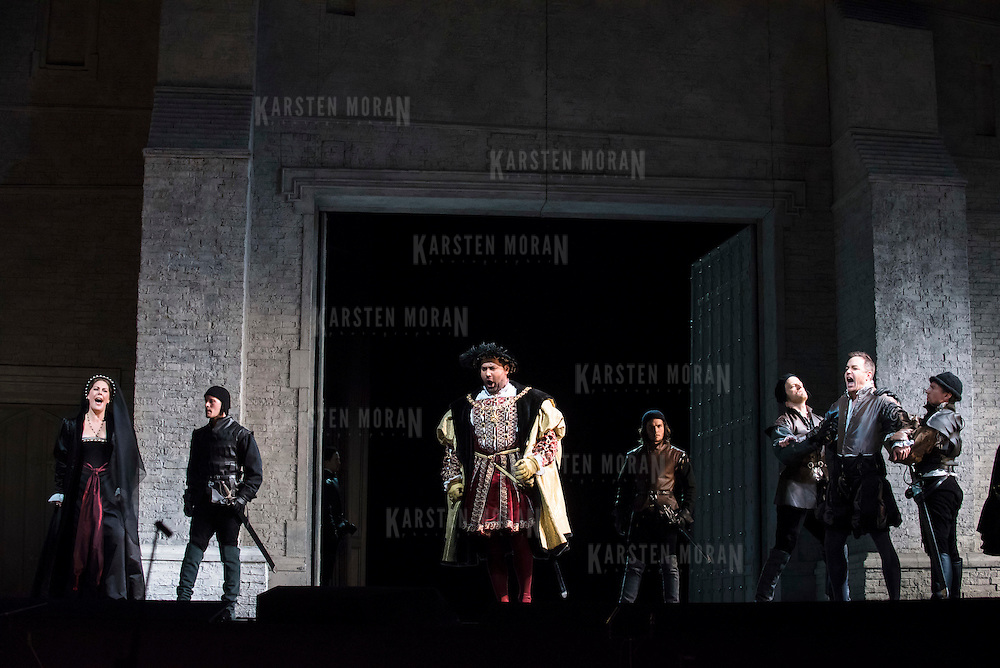 September 23, 2015 - New York, NY : The cast, including Sondra Radvanovsky (as Anna Bolena, far left, Ildar Abdrazakov (as Henry VIII), center, and Stephen Costello (as Lord Richard Percy), second from right, perform in a dress rehearsal for Gaetano Donizetti's 'Anne Bolena' at the Metropolitan Opera at Lincoln Center on Wednesday. CREDIT: Karsten Moran for The New York Times