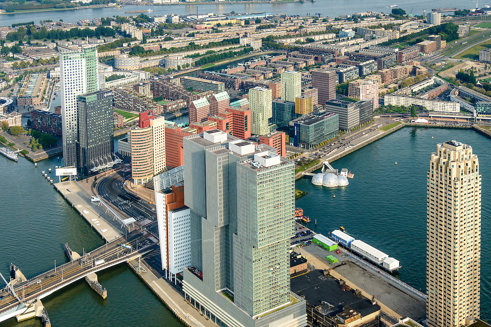 Nederland, Zuid-Holland, Rotterdam-Zuid, 28-09-2014; Kop van Zuid en Wilhelminakade, met o.a. Erasmusbrug, Hotel New York en de torens van Montevideo, het World Port Center (Havenbedrijf Rotterdam), New Orleans en De Rotterdam.<br /> Newly developed cultural center Kop van Zuid, urban renewal and modern architecture, high rise in a former harbour area.<br /> luchtfoto (toeslag op standard tarieven);<br /> aerial photo (additional fee required);<br /> copyright foto/photo Siebe Swart.