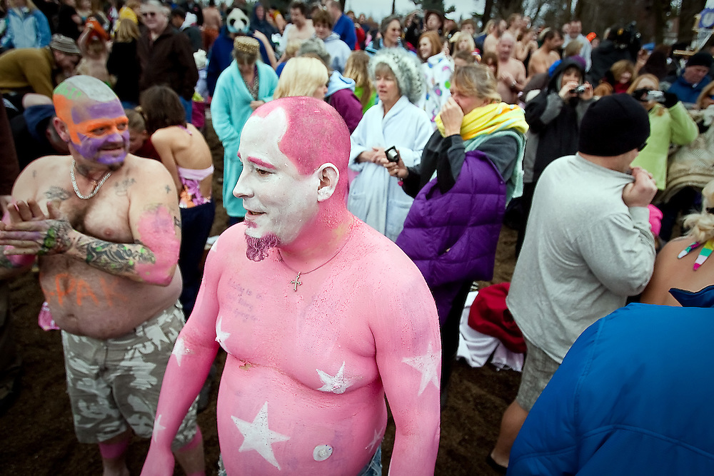 JEROME A. POLLOS/Press..David Rotz stands out in the crowd with his pink body paint and purposely positioned stars while waiting at the front of the line of people waiting to dive into the water.
