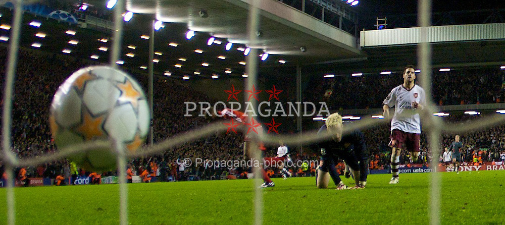 LIVERPOOL, ENGLAND - Tuesday, April 8, 2008: Liverpool's Ryan Babel scores the fourth goal against Arsenal during the UEFA Champions League Quarter-Final 2nd Leg match at Anfield. (Photo by David Rawcliffe/Propaganda)