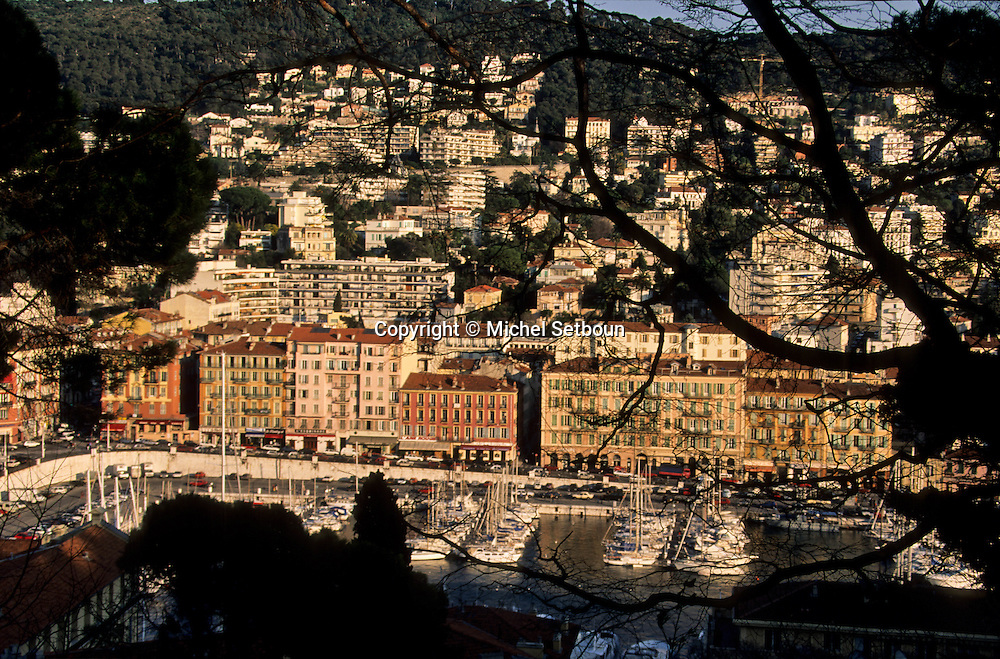France. Nice. the harbour      / le port  Nice  france   / R00115/    L1737  /  P102878