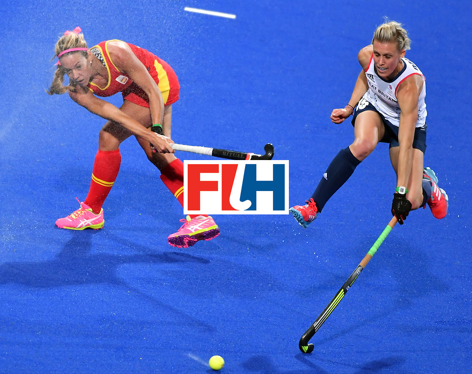 Spain's Gloria Comerma (L)vies with Britain's Alex Danson during the women's quarterfinal field hockey Britain vs Spain match of the Rio 2016 Olympics Games at the Olympic Hockey Centre in Rio de Janeiro on August 15, 2016. / AFP / Pascal GUYOT        (Photo credit should read PASCAL GUYOT/AFP/Getty Images)