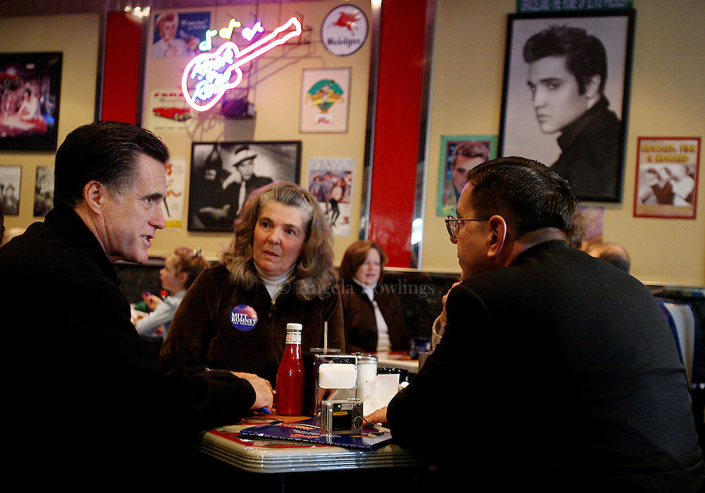 (010708  Derry, NH) Republican presidential candidate Mitt Romney talks with Andrea and Hugh Lee of Derry, N.H., as he campaigns at Mary Ann's Diner, Monday,  January 07, 2008.  Staff photo by Angela Rowlings.