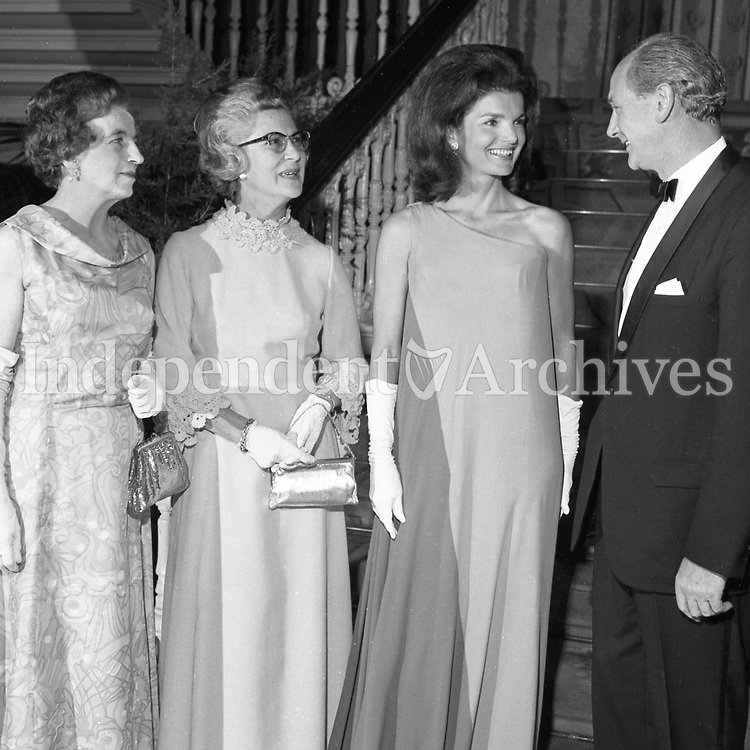 Jacqueline Kennedy's 1967 visit to Ireland.<br /> Mrs. Jackie Kennedy at a state banquet at St. Patrick's Hall, Dublin Castle, 30/06/1967.<br /> An Taoiseach Mr. Jack Lynch T.D. entertains Mrs. Jackie Kennedy at a reception at St. Patrick's Hall, Dublin Castle..Jackie Kennedy with her hosts Jack Lynch and his wife M&aacute;ir&iacute;n in the reception hall of Dublin Castle where she attended her first formal function since her arrival in Ireland. On the left is Mrs. Frank Aiken.<br /> (Part of the Independent Ireland Newspapers/NLI Collection)